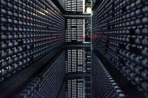 800px-Interior_of_StorageTek_tape_library_at_NERSC_(2).jpg