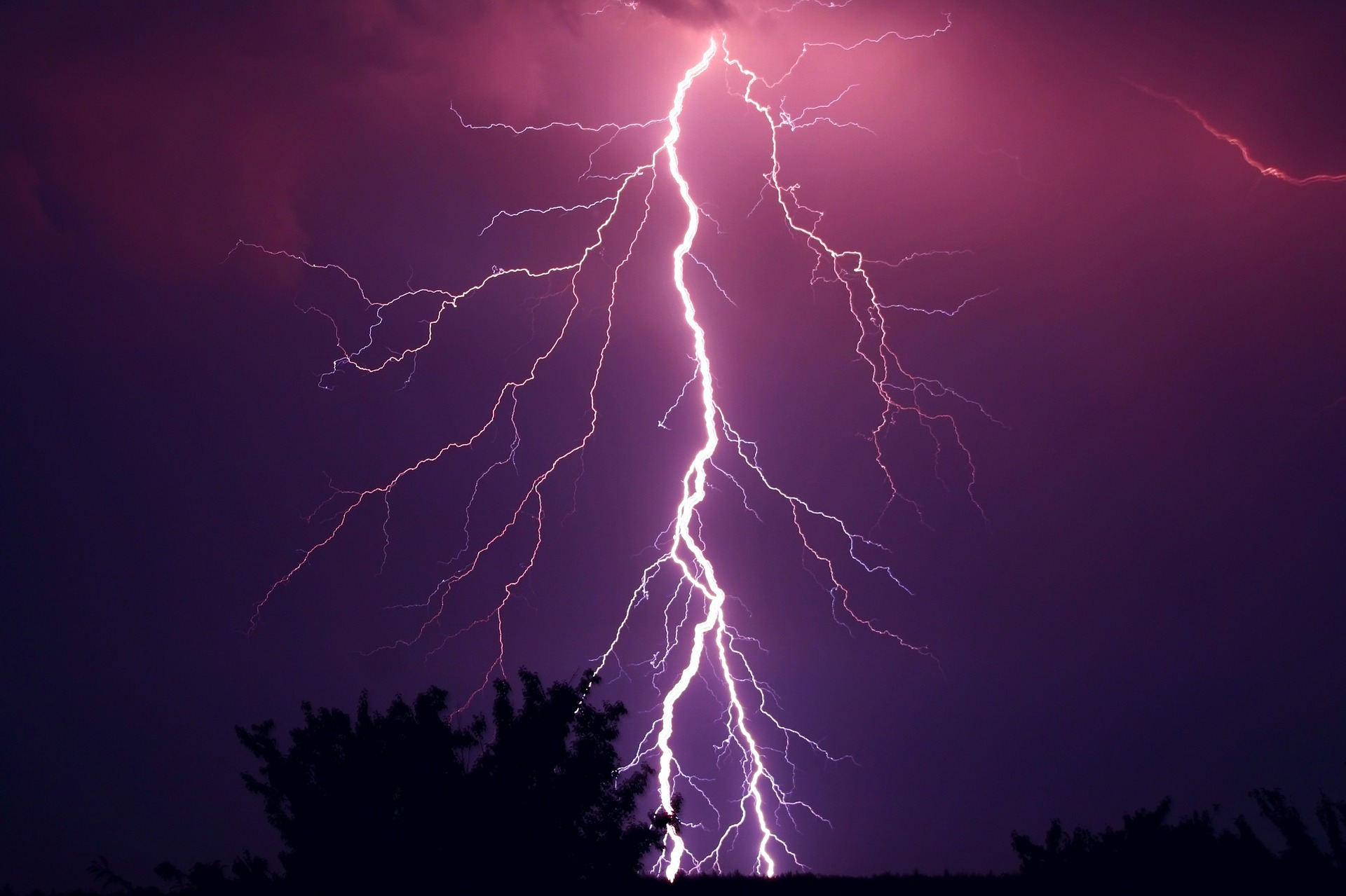 thunder-953118_1920.jpg