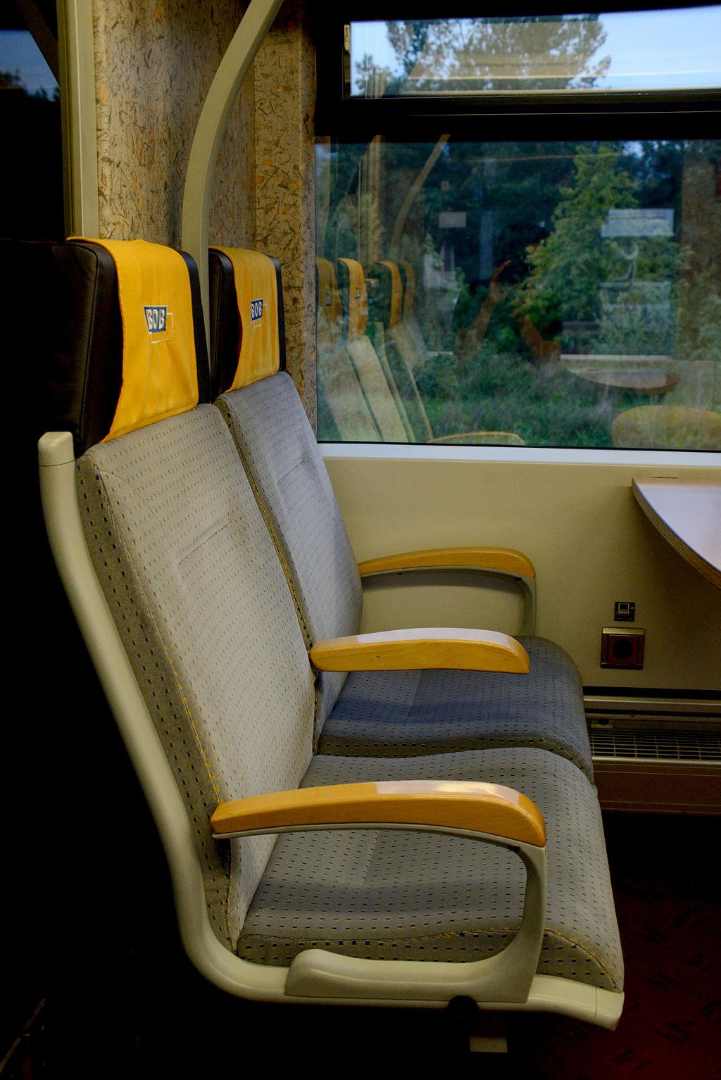 Bayerische_Oberlandbahn_Integral_interior_1st_class_002.JPG