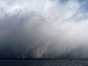 800px-Approaching_snowstorm,_Trondheim_(5605280207).jpg