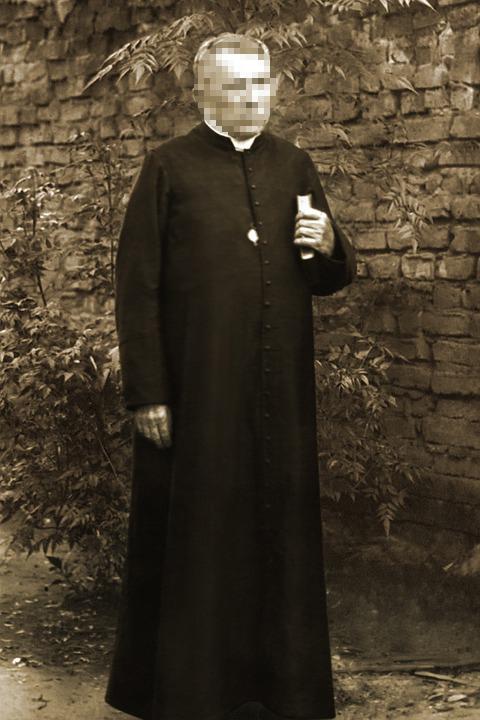 priest-1978612_960_720.jpg