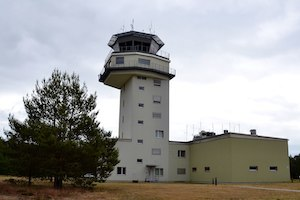 1599px-Tower_auf_dem_Fliegerhorsts_Holzdorf.jpeg